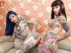 Tattooed babes Amber Luke & Tiger Lilly play with toys