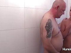 Sauna Schlampe - Vollgespritzt in der Herrendusche